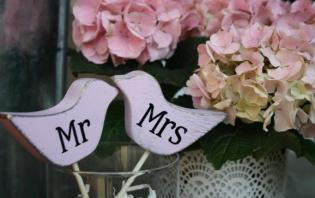 rent mr & mrs wooden signs for head table in toronto